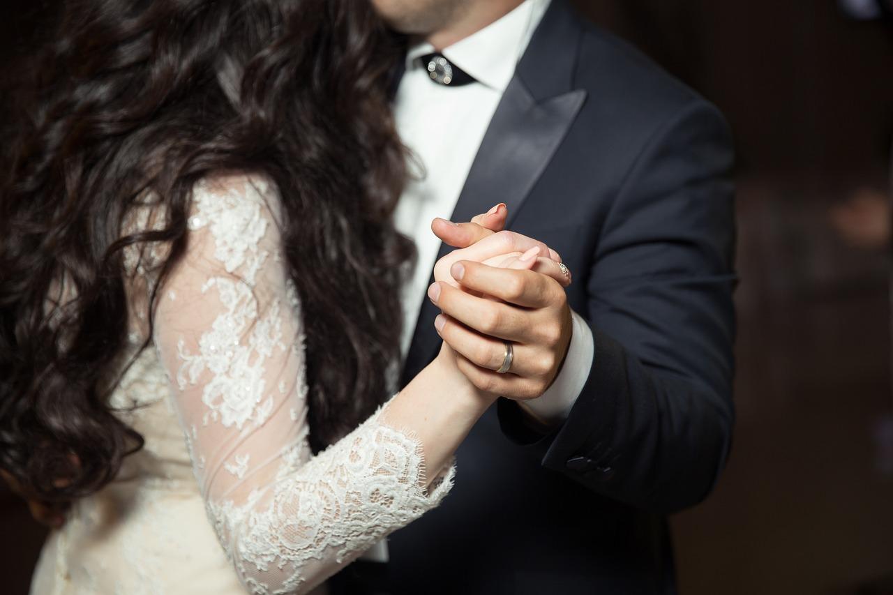 Dansul mirilor. Vezi melodiile recomandate de noi pentru nuntă